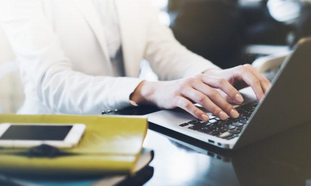 Giełdy tekstów, agencja czy freelancer – Komu zlecić teksty?