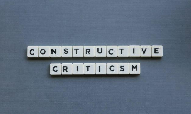 Konstruktywna krytyka pracownika – czyli właściwie jaka?